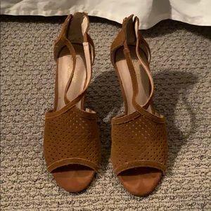 Seychelles suede brown sandal heel 7